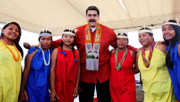 Президент Венесуэлы Николас Мадуро и во время мероприятия в Тукупите, 24 апреля 2018 года