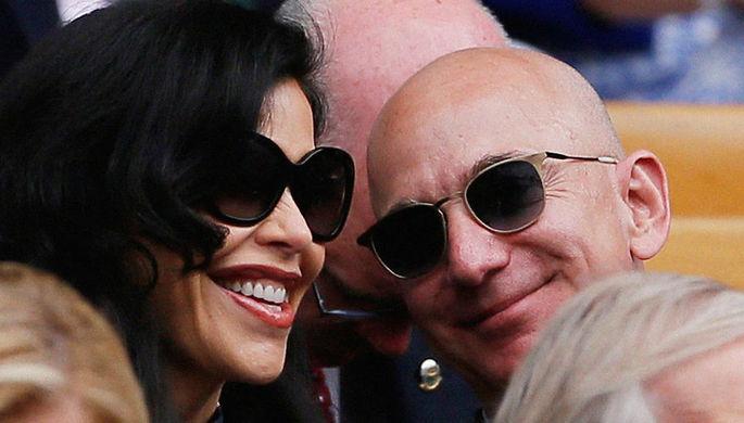 Джефф Безос со своей девушкой Лорен Санчес во время просмотра матча Уимблдона, 14 июля 2019 года