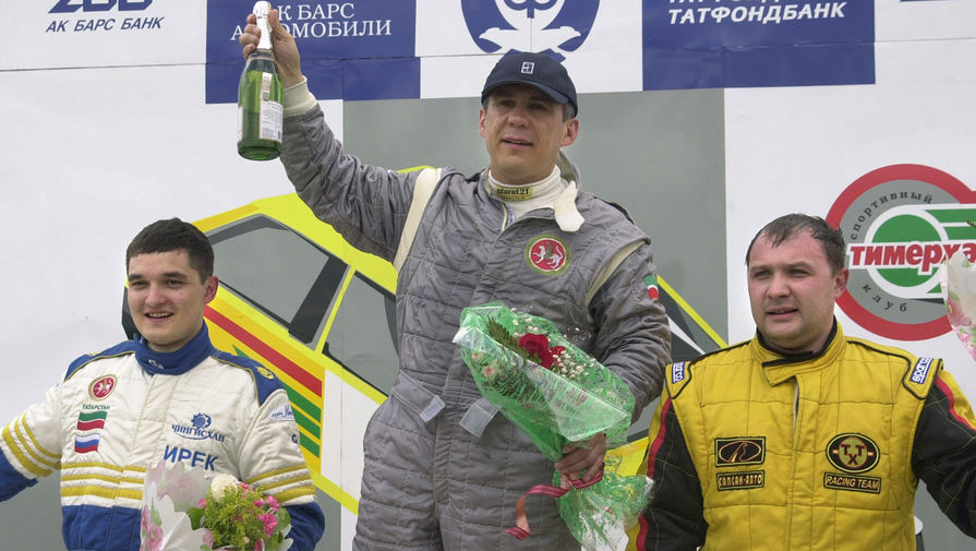 Победители 1-го этапа чемпионата России по автокроссу. Ирек Миннахметов (2-е место, слева), 2003 год