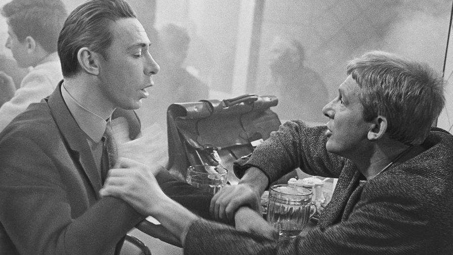 Олег Ефремов и Иннокентий Смоктуновский в фильме «Берегись автомобиля», 1966 год