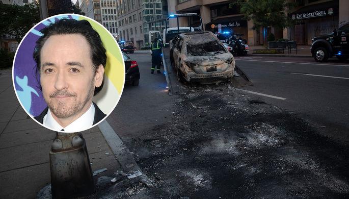 «Пришли с дубинками»: Джон Кьюсак пострадал от рук полиции