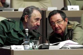 Фидель и Рауль Кастро, 2001 год