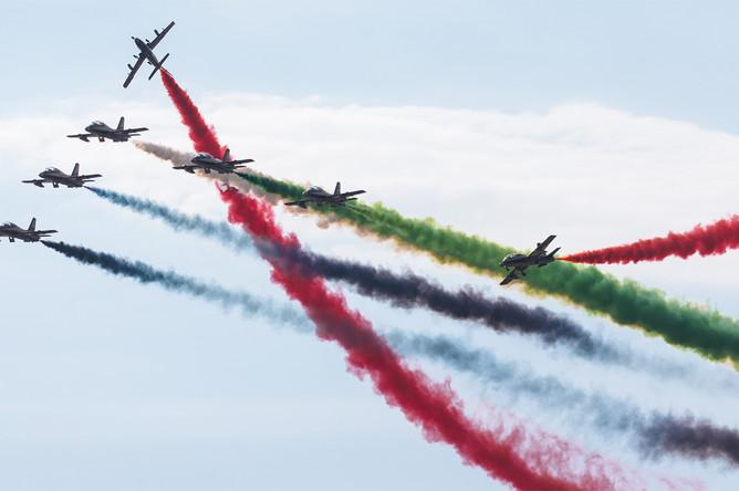 Первый день работы авиасалона МАКС-2017 в подмосковном Жуковском, 18 июля 2017 года. Самолеты пилотажной группы ОАЭ «Fursan Al Emarat»