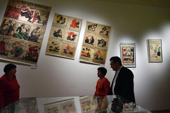 Посетители на открытии выставки «1917. Код революции» в музее современной истории России в Москве