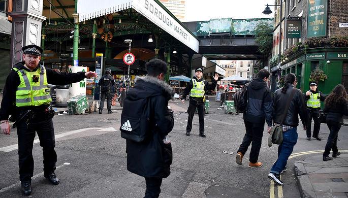Сотрудники правоохранительных служб на месте инцидента в центре Лондона, 29 ноября 2019 года