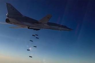 Бомбардировщик-ракетоносец ВКС России Ту-22М3 во время нанесения авиаударов в Сирии
