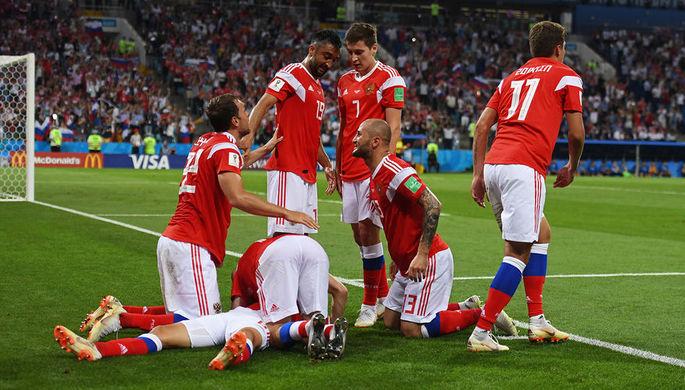Игроки сборной России радуются забитому голу в матче 1/4 финала чемпионата мира по футболу между сборными России и Хорватии.