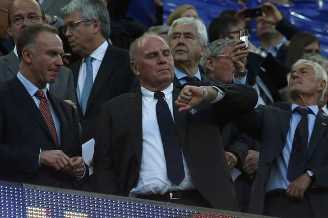 Президент «Баварии» Ули Хенесс в ожидании победы своей команды
