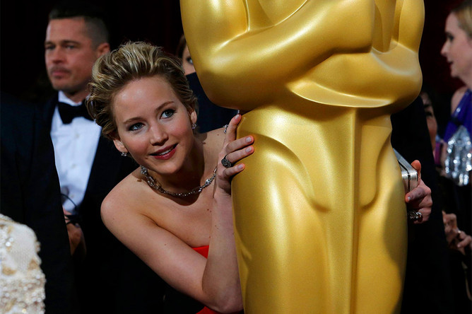 Актриса Дженнифер Лоуренс перед началом церемонии вручения премии «Оскар»