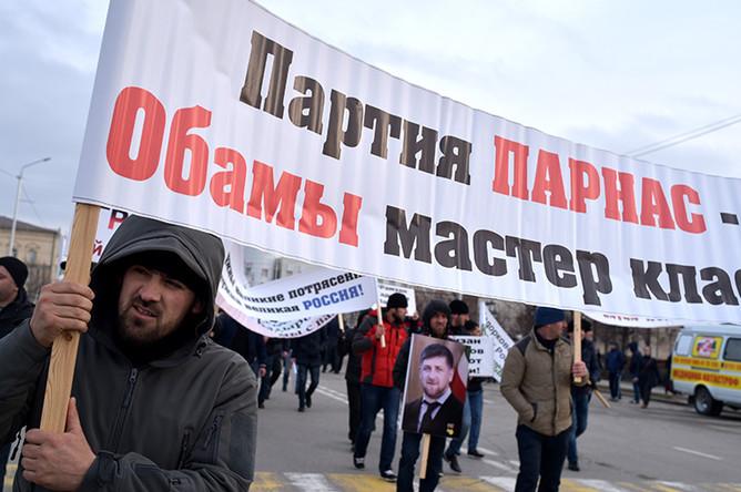 Участники митинга под лозунгом «В единстве наша сила» в поддержку президента Чечни Рамзана Кадырова