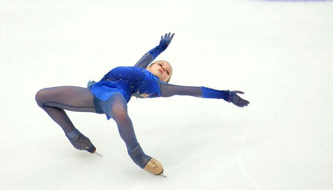 Алена Косторная во время выступления с короткой программой в женском одиночном катании на чемпионате России по фигурному катанию в Красноярске, 27 декабря 2019 года