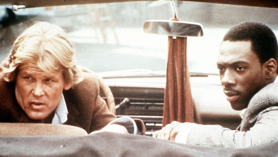 Фильм «48 часов» (1982), в котором коп и мошенник вместе ищут сбежавшего преступника, превратил Эдди Мерфи из стендап-комика в звезду первой величины. Своим дебютом Мерфи сделал режиссеру Уолтеру Хиллу неплохую кассу — $78 млн сборов при 15 млн бюджета. На фото: Ник Нолти и Эдди Мерфи в картине «48 часов»