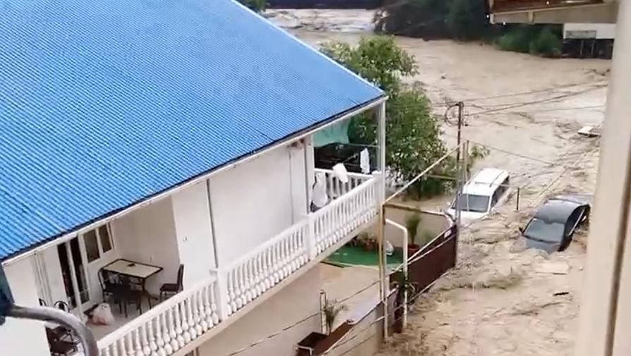 Появилось видео последствий ливней в Сочи