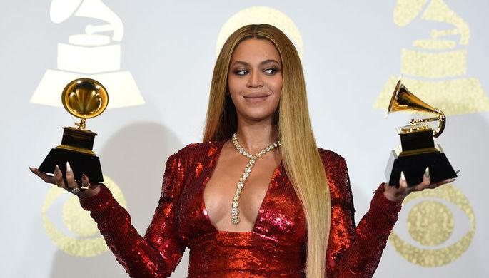 Певица Бейонсе во время церемонии вручения премии «Грэмми» в Лос-Анджелесе, февраль 2017...
