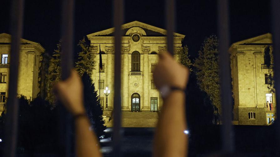 Чего добиваются на митингах сторонники премьер-министра Армении Пашиняна