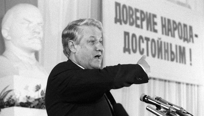 Первый заместитель председателя Госстроя СССР Борис Ельцин во время встречи с работниками завода ЗИЛ в Москве в преддверии выборов в Верховный Совет, март 1989 года