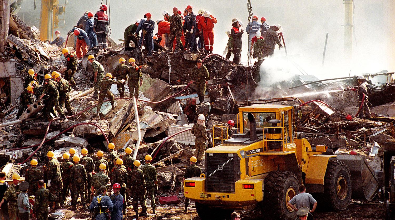 Спасательные работы на месте террористического взрыва жилого дома на улице Гурьянова в Москве, 9 сентября 1999 года