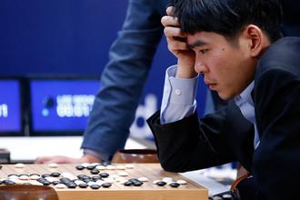 Корейский игрок в го Ли Седоль во время третьего матча против нейросети AlphaGo