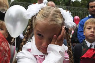 Ученики на праздничной линейке в одной из московских школ