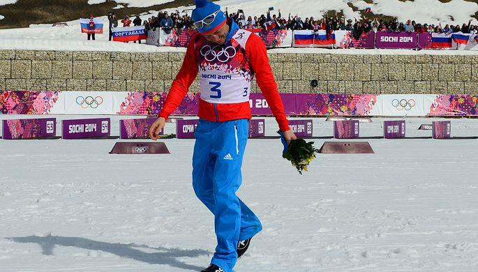Александр Легков после победы в лыжной гонке на 50 км на Олимпийских играх в Сочи