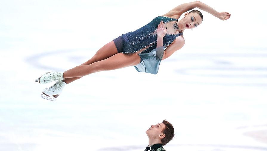 Александра Бойкова и Дмитрий Козловский в произвольной программе в соревнованиях среди пар на чемпионате Европы по фигурному катанию в австрийском Граце