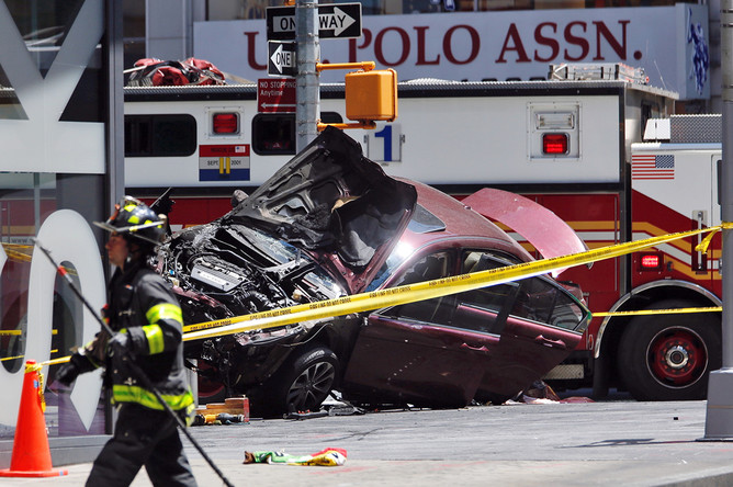 Последствия наезда автомобиля на пешеходов на Таймс-сквер в Нью-Йорке, 18 мая 2017 года