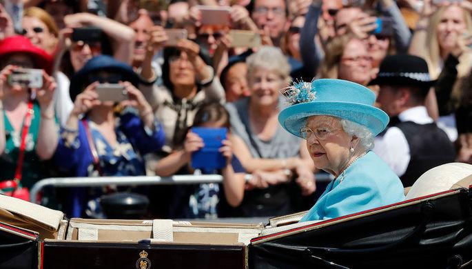 Королева Елизавета II на Церемонии выноса знамени, 9 июня 2018 года