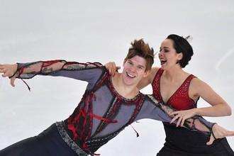 Бетина Попова и Сергей Мозгов выступают в произвольной программе танцев на льду