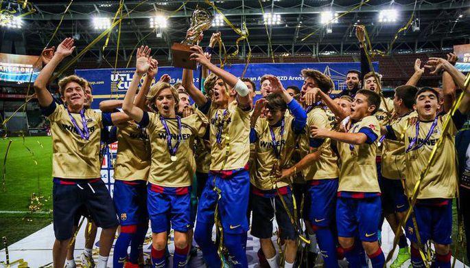 Футболисты сборной Украины празднуют выход на чемпионат Европы