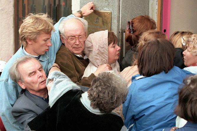 Драка около филиала банка «СБС-Агро» в Москве, август 1998 года