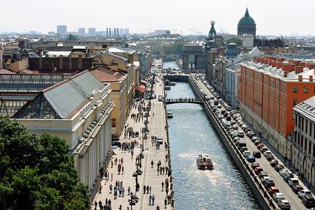 Я хочу получить гражданство РФ и жить в г.Саратове.