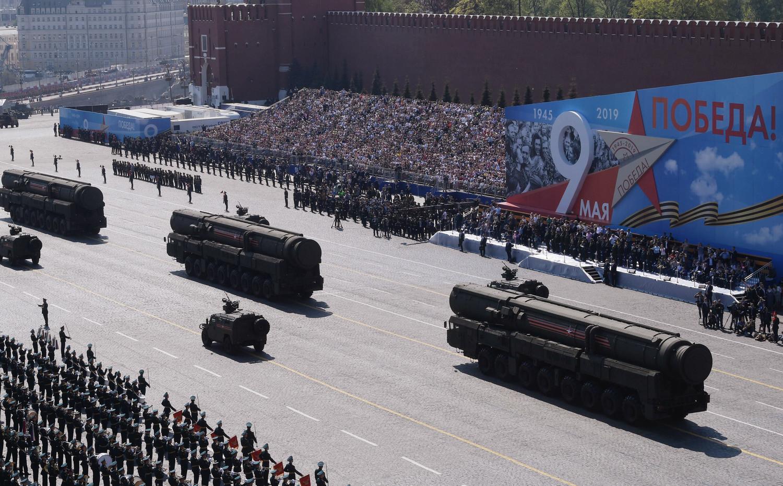 Автономные пусковые установки ПГРК «Ярс» во время генеральной репетиции военного парада Победы, 7 мая 2019 года