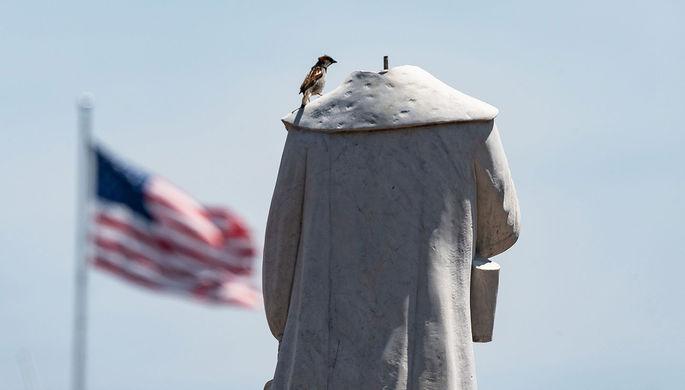 «Герои не живут вечно»: чьи памятники сносят в США