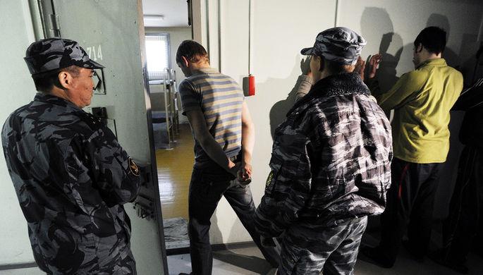 Раздевают догола: арестанты недовольны унизительным досмотром