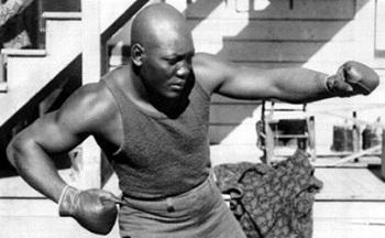 Джек Джонсон стал первым чернокожим чемпионом в профессиональном боксе