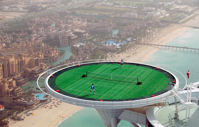 Теннисный матч на вертолетной площадке гостиницы «Бурдж-эль-Араб»