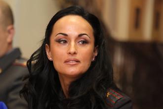 Ирина Волк на презентации своей книги «Тайна старого замка» в здании УБЭП ГУВД по г. Москве