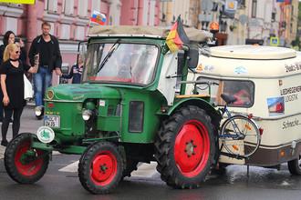 Раритетный трактор Deutz 1961 года выпуска по кличке «Роберте», на котором 81-летний немецкий пенсионер-путешественник Винфрид Лангнер прибыл из города Лауенферде (Нижняя Саксония) в Санкт-Петербург.