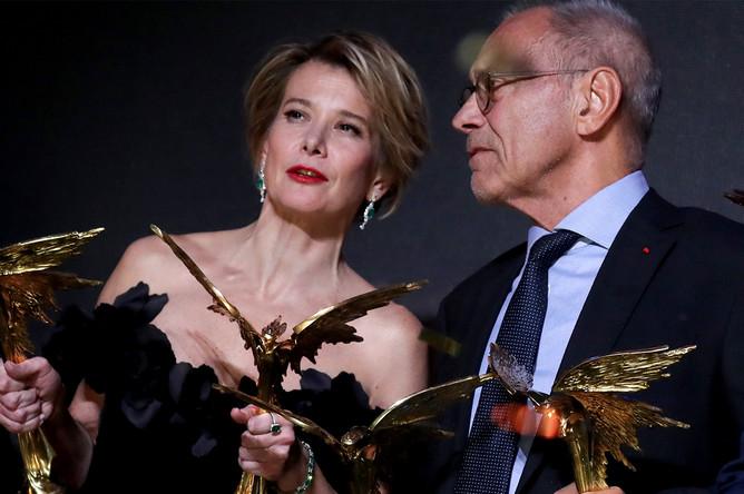 Актриса Юлия Высоцкая, ставшая лауреатом в номинации «Лучшая женская роль» (фильм «Рай»), и режиссер Андрей Кончаловский, ставший лауреатом в номинации «Лучшая режиссерская работа» (фильм «Рай»)