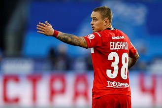 Защитник Андрей Ещенко