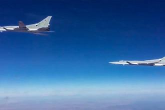 Бомбардировщики-ракетоносцы ВКС России Ту-22М3 во время нанесения авиаудара в провинции Дейр-эз-Зор в Сирии, 2017 год