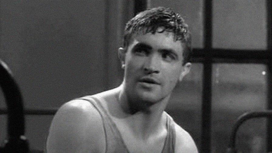 Юрий Мартынов в фильме «Им было девятнадцать...» (1960)