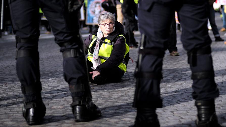 «Желтые жилеты» вновь вышли протестовать в Париже