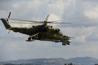 Российский ударный вертолет Ми-24 над аэродромом Хмеймим