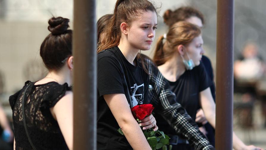 Жители Волгограда во время прощания с погибшими в ДТП на Ставрополье, 3 мая 2021 года