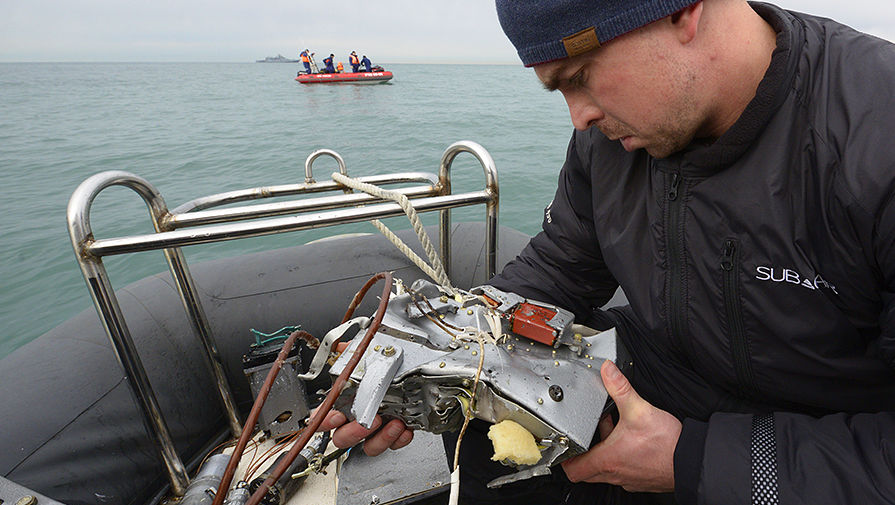 Поисково-спасательные работы у побережья Черного моря после крушения самолета Ту-154 Минобороны...