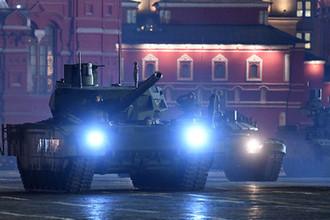 Танки Т-14 «Армата» на репетиции военного парада на Красной площади, посвященного 73-й годовщине Победы в Великой Отечественной войне, 26 апреля 2018 года