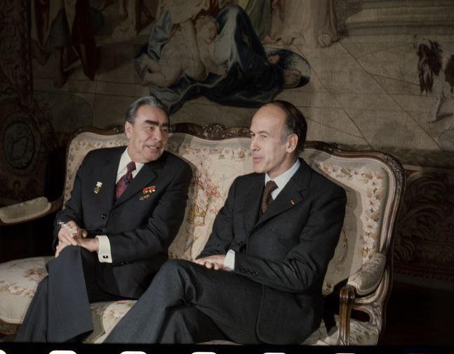 Генсек ЦК КПСС Леонид Брежнев и президент Франции Жискар д'Эстен во время встречи во дворце Рамбуйе под Парижем, 1974 год