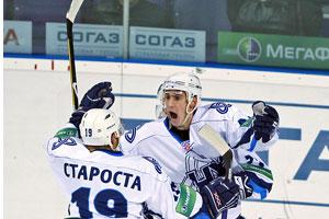 Белов (справа) дебютирует в сборной