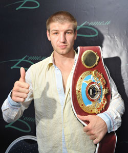 Дмитрий Пирог с чемпионским поясом